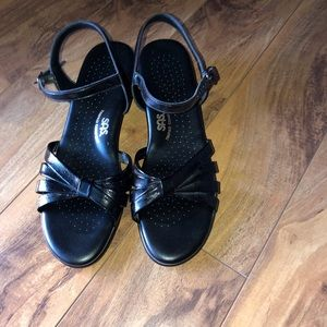 SAS Tripad Comfort Black Leather Narrow Sandals